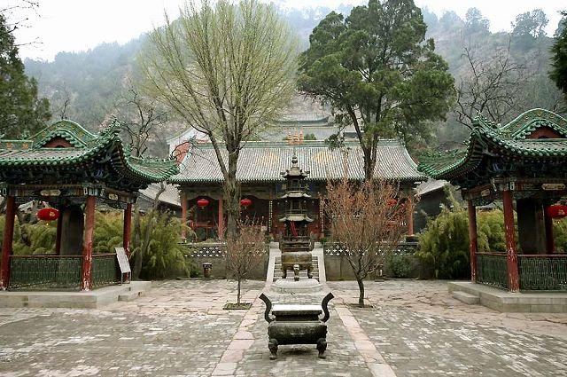 玄中寺 (教育長の挨拶がある前、第1回目に魏家溝小学校に行った時に観光で訪れた時の写真。